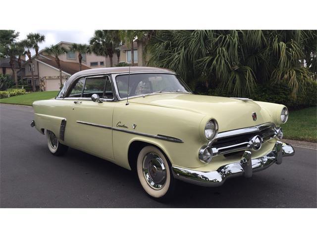 1952 Ford Crestliner | 921342