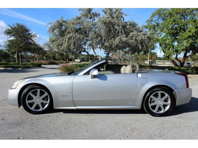 2004 Cadillac XLR | 922263