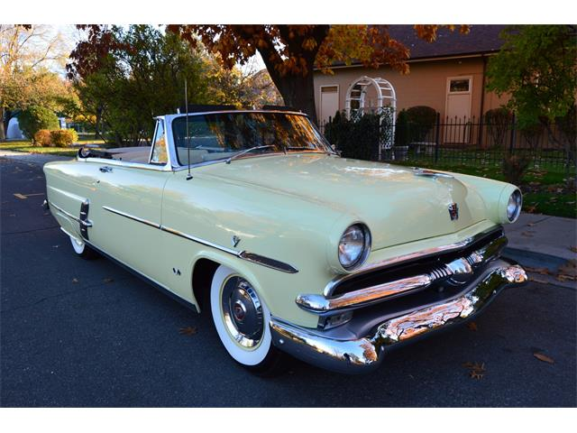 1953 Ford Sunliner | 922550