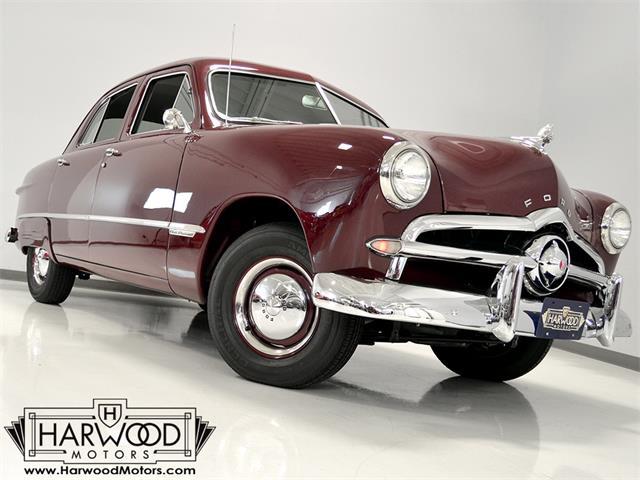 1949 Ford Custom Deluxe | 922560
