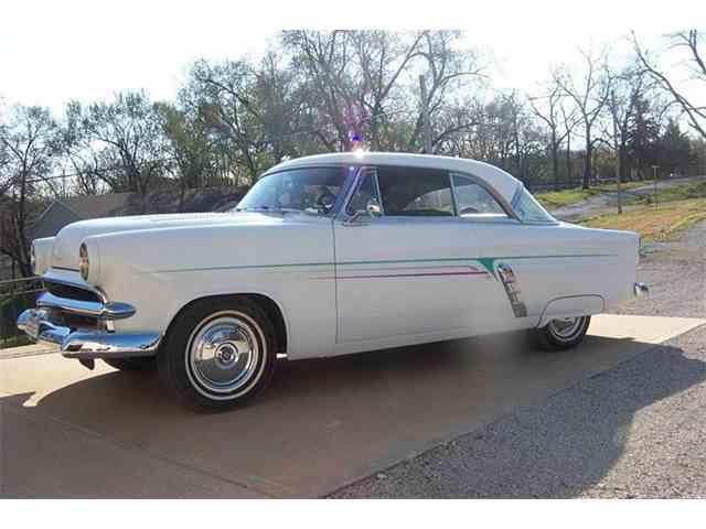 1953 Ford Crestline | 923892