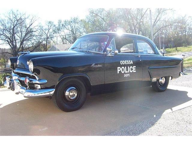 1953 Ford Crestline | 923893