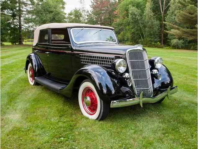 1935 Ford Sedan | 924431