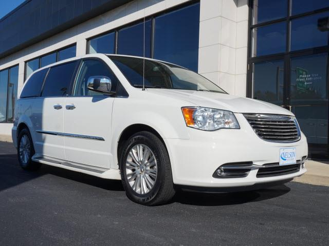 2012 Chrysler Town & Country | 925228