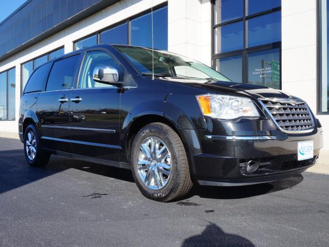 2010 Chrysler Town & Country | 925231