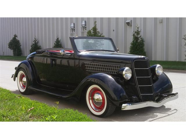 1935 Ford Cabriolet | 925889
