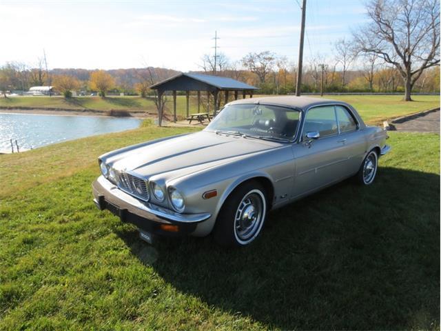 1975 Jaguar XJ6 | 927966