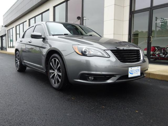 2012 Chrysler 200 | 928555