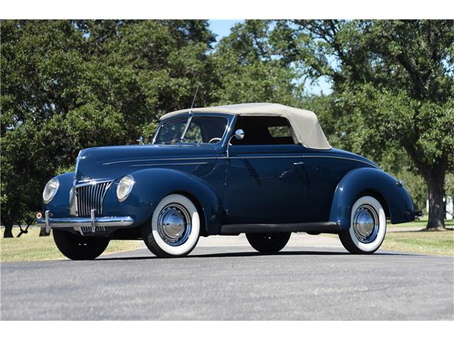 1939 Ford Deluxe   928962
