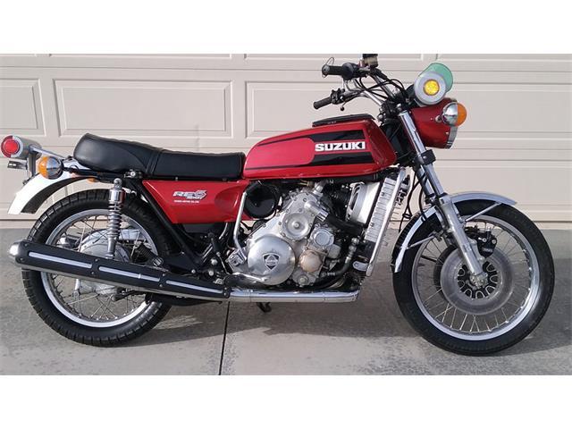 1975 Suzuki Motorcycle | 929580