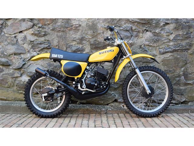 1975 Suzuki Motorcycle | 929763