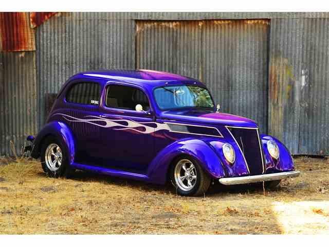 1937 Ford Tudor | 931095