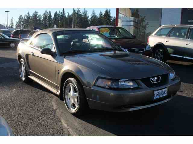 2001 Ford Mustang | 932396