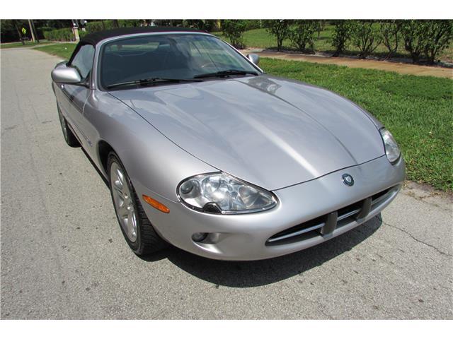 2000 Jaguar XK8 | 932405