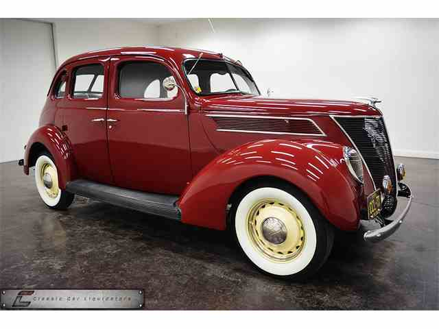 1937 Ford Deluxe | 932649