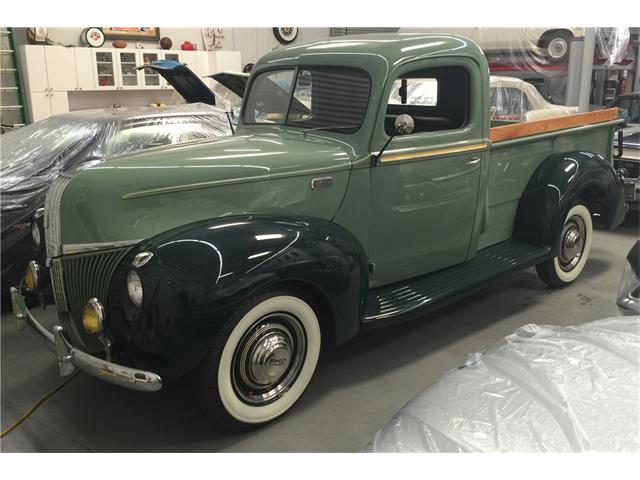 1941 Ford Deluxe | 933285