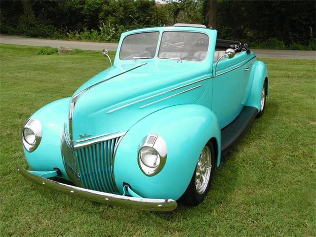 1939 Ford Deluxe | 933822