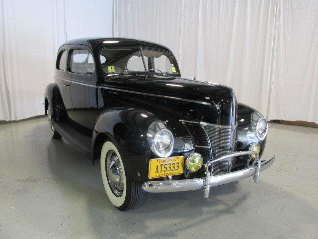 1940 Ford Deluxe   936174