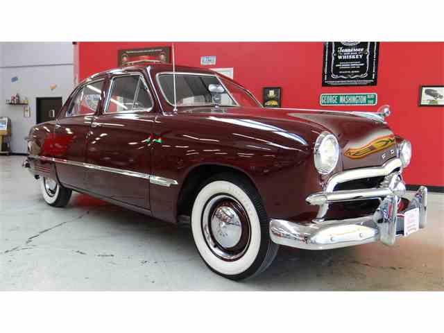 1949 Ford Custom Deluxe | 936444