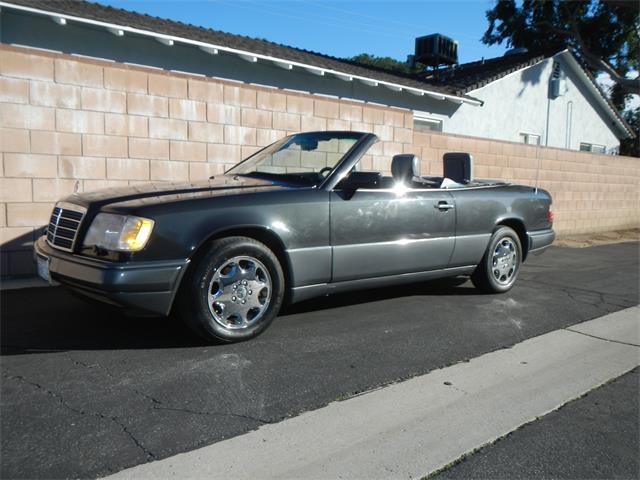 1994 Mercedes-Benz E320 | 936987