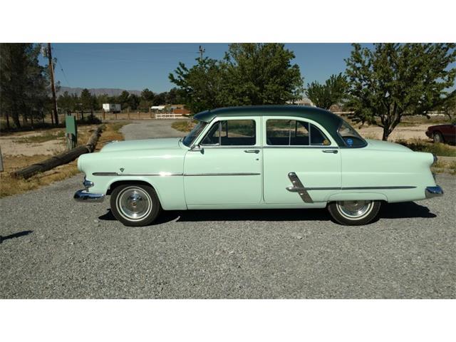 1953 Ford Sedan | 937898