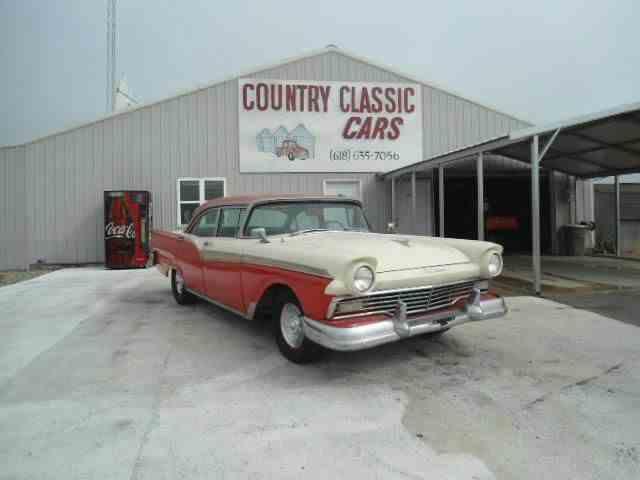 1957 Ford Fairlane | 938397