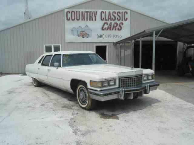 1976 Cadillac Fleetwood   938570