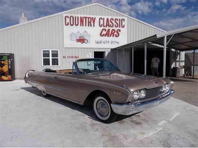 1960 Ford Sunliner | 938920