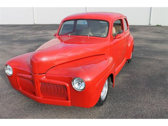1942 Ford Deluxe   941436