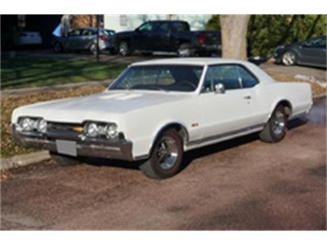 1967 Oldsmobile Cutlass Supreme Holiday Coupe | 940159
