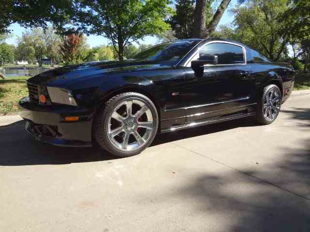 2005 Ford Mustang | 942488