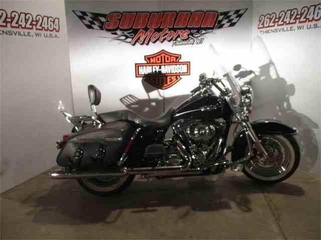 2011 Harley-Davidson® FLHRC - Road King® Classic | 940340