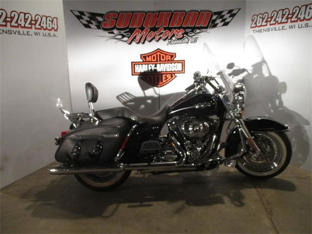 2011 Harley-Davidson® FLHRC - Road King® Classic | 940340