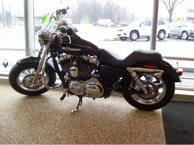 2011 Harley-Davidson Sportster XL1200 C | 945488