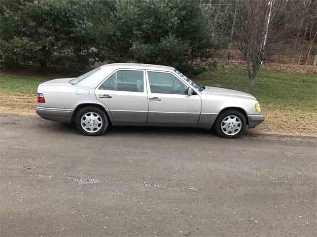 1995 Mercedes-Benz E320 | 946063