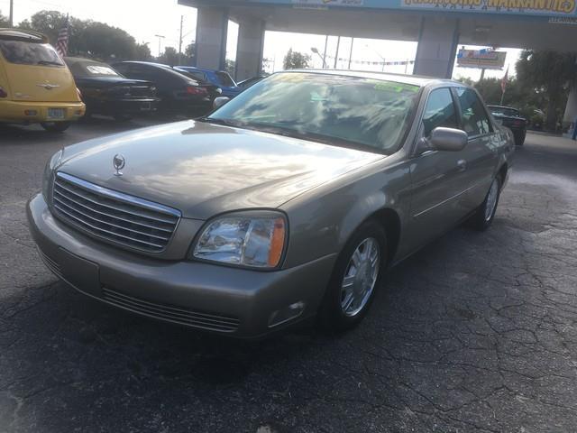 2004 Cadillac DeVille   946095
