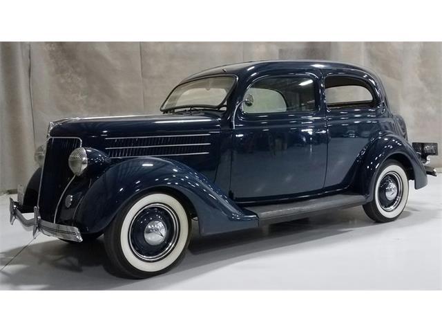 1936 Ford Tudor   946695