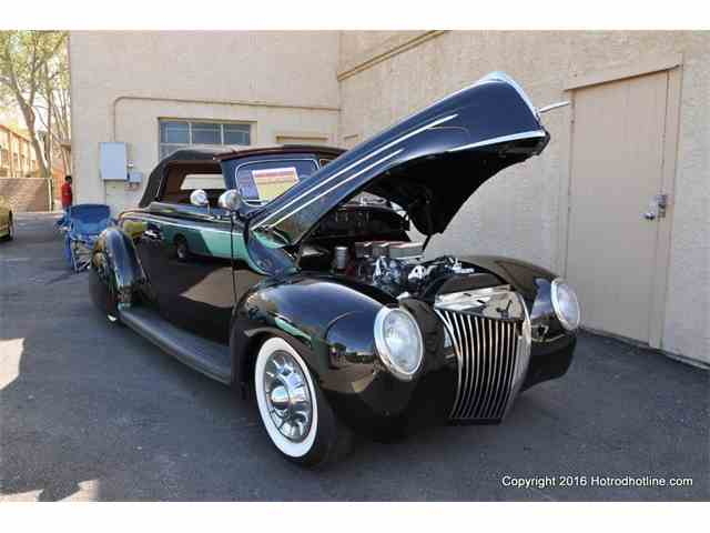 1939 Ford Convertible   946894