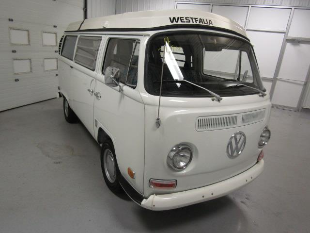 1971 Volkswagen Bus | 947065
