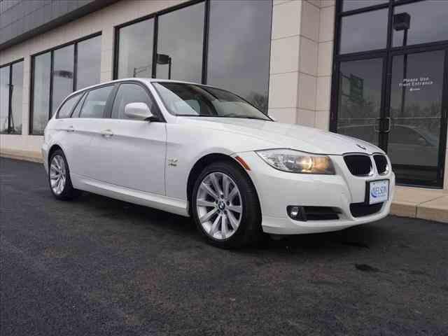 2011 BMW 3 Series   947656