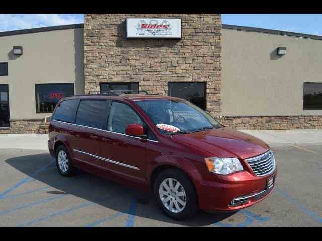 2016 Chrysler Town & Country | 940782
