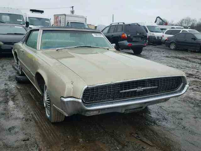 1967 Ford Thunderbird | 947885