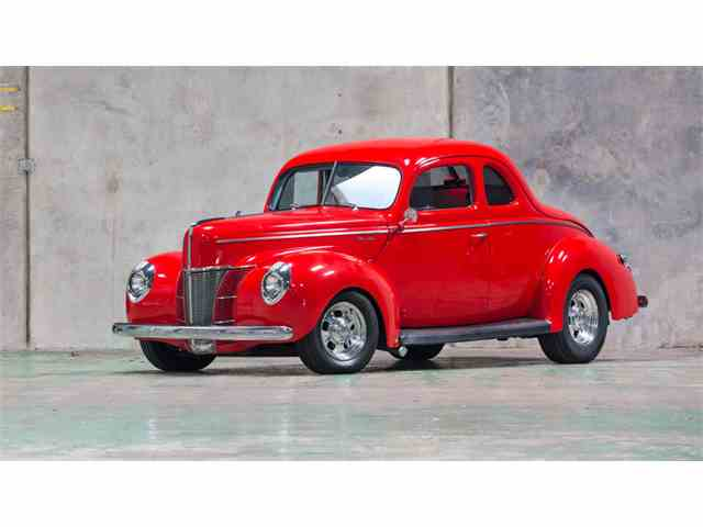 1940 Ford Deluxe   948585