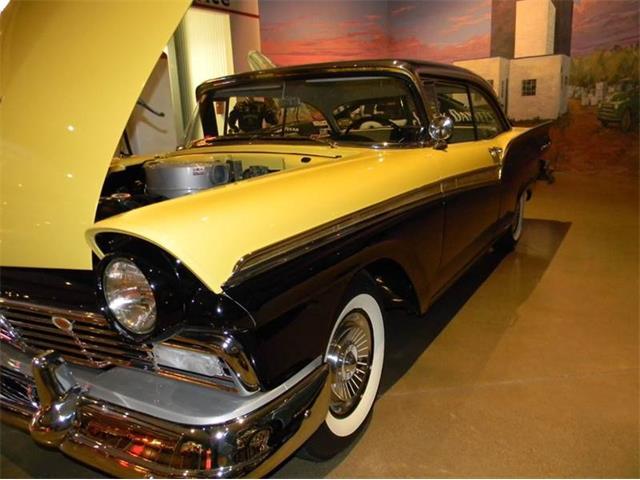 1957 Ford Fairlane 500 | 949132