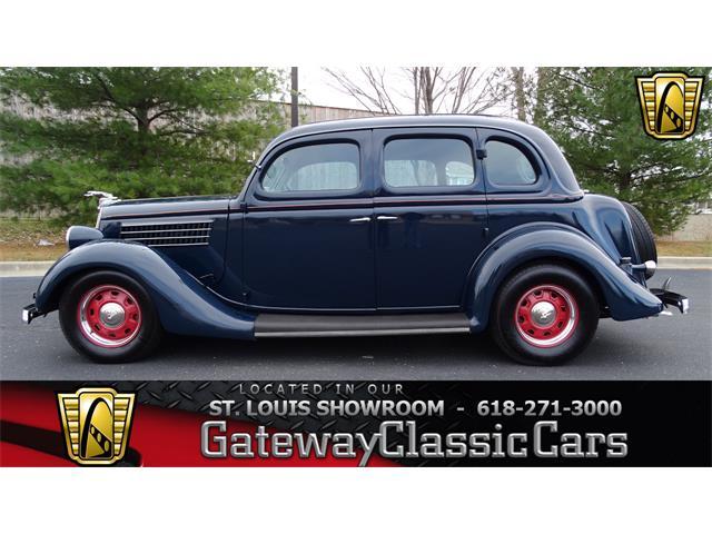 1935 Ford Sedan | 951536