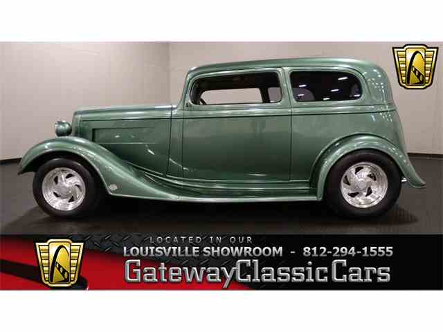1935 Chevrolet Sedan | 951574