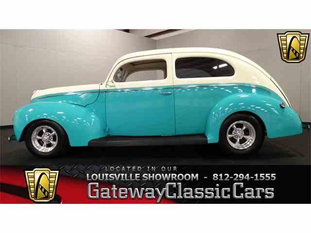 1940 Ford Sedan | 951899