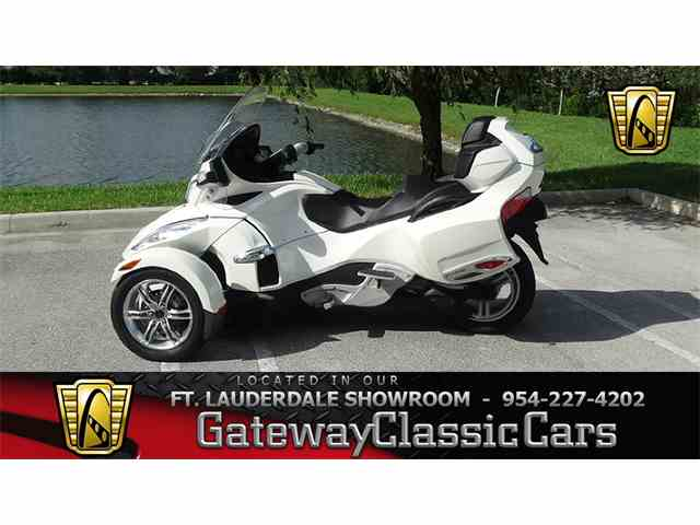 2011 Can-Am Spyder | 952074