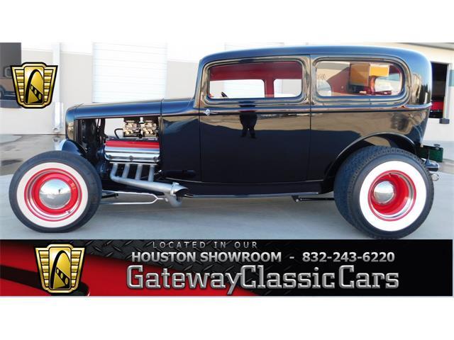 1932 Ford Tudor   952148