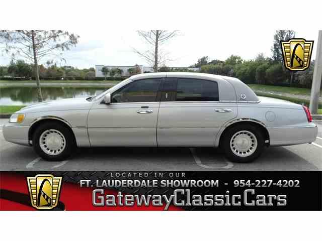2001 Lincoln Town Car | 952428